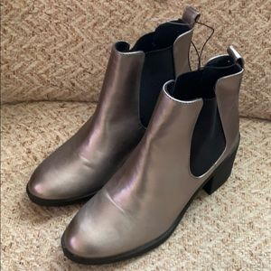 BRAND NEW - forever 21 Metallic Booties - size 39